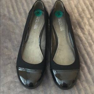 Ladies Kenneth Cole reaction shoes size 8